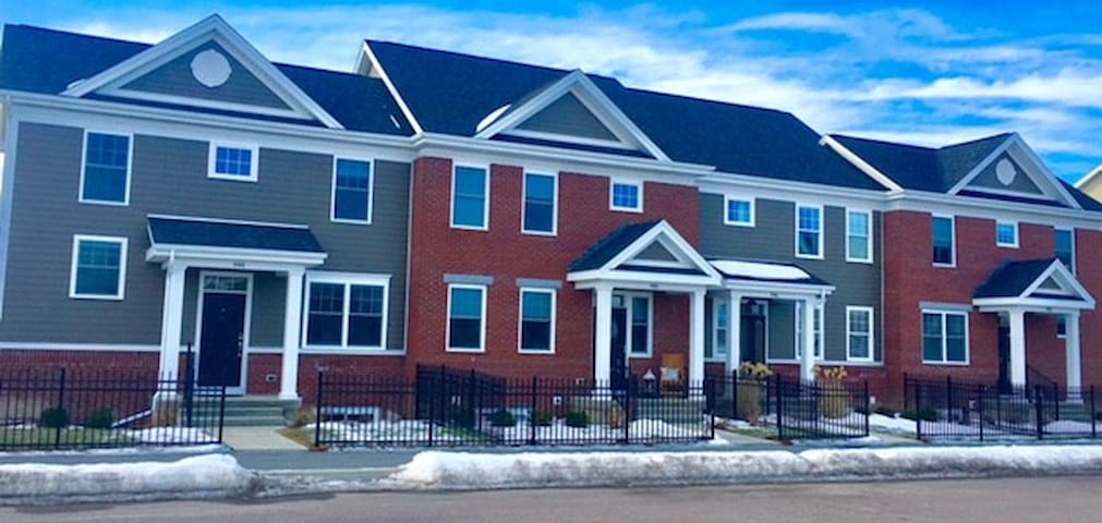 New Townhouse Centrally Located