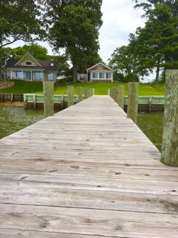 Happy Hour~~Riverfront cottage, private pier, ahh!