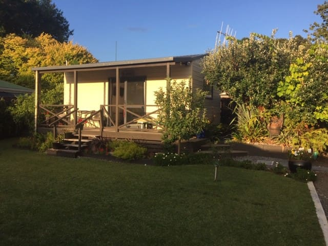 THE GARDEN COTTAGE -  KAWERAU