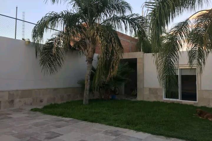 Habitación #1 Priv. @ Hermosa Quinta Familiar
