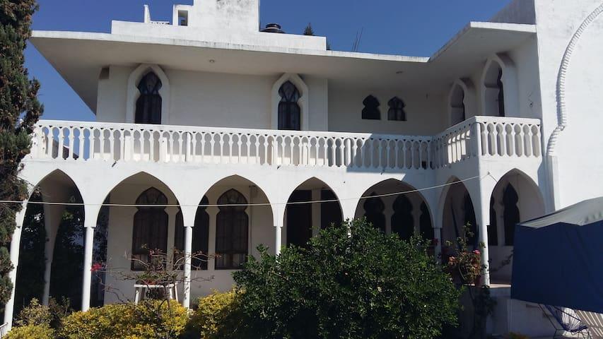 Hermosa casa con alberca en Burgos de Cuernavaca - Tres de Mayo