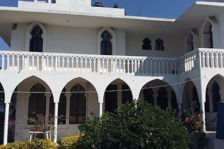 Hermosa casa con alberca en Burgos de Cuernavaca - Трес-де-Майо - Дом
