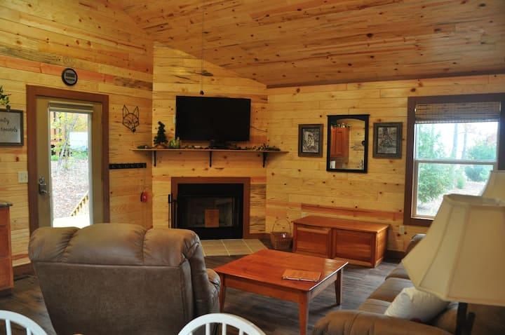 NO SUNDAY CHECKINS cabins  hot tub CRITTER CORNER