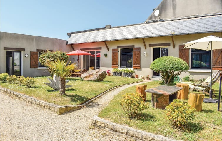 Holiday cottage with 3 bedrooms on 140m² in Santec