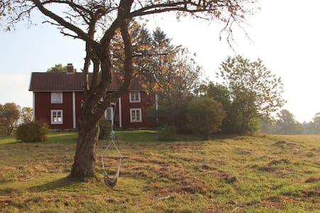 Hyggelig gammel gård på landet - Granshult - Haus