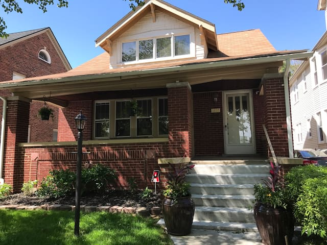 Traditional Craftsman in Grosse Pointe Park