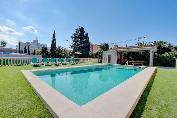 Villa Maravilas 2 next to the beach with private pool and tennis court