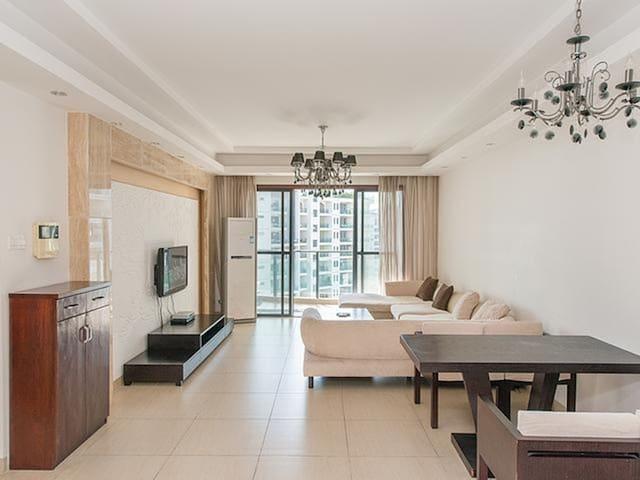 三亚湾海边泳池两室一厅公寓整租/5晚接机/赠国际免税城一日游!