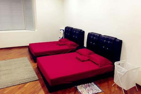 民宿家庭房 提供接机 - Sepang - Bed & Breakfast