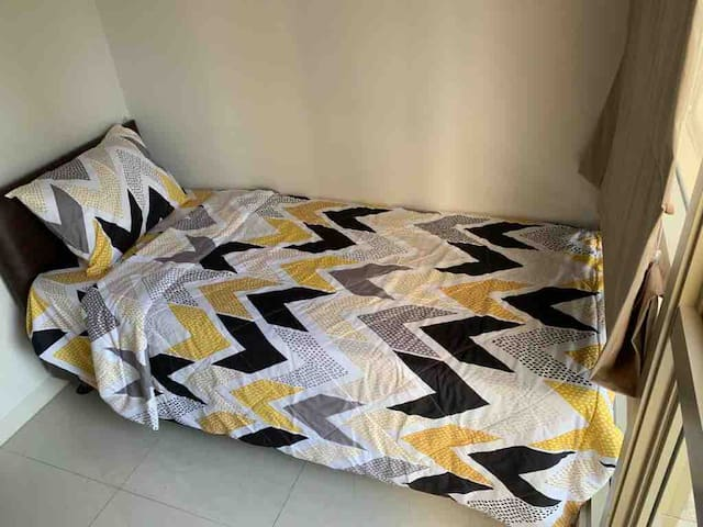 Bedroom 2: Single Bed