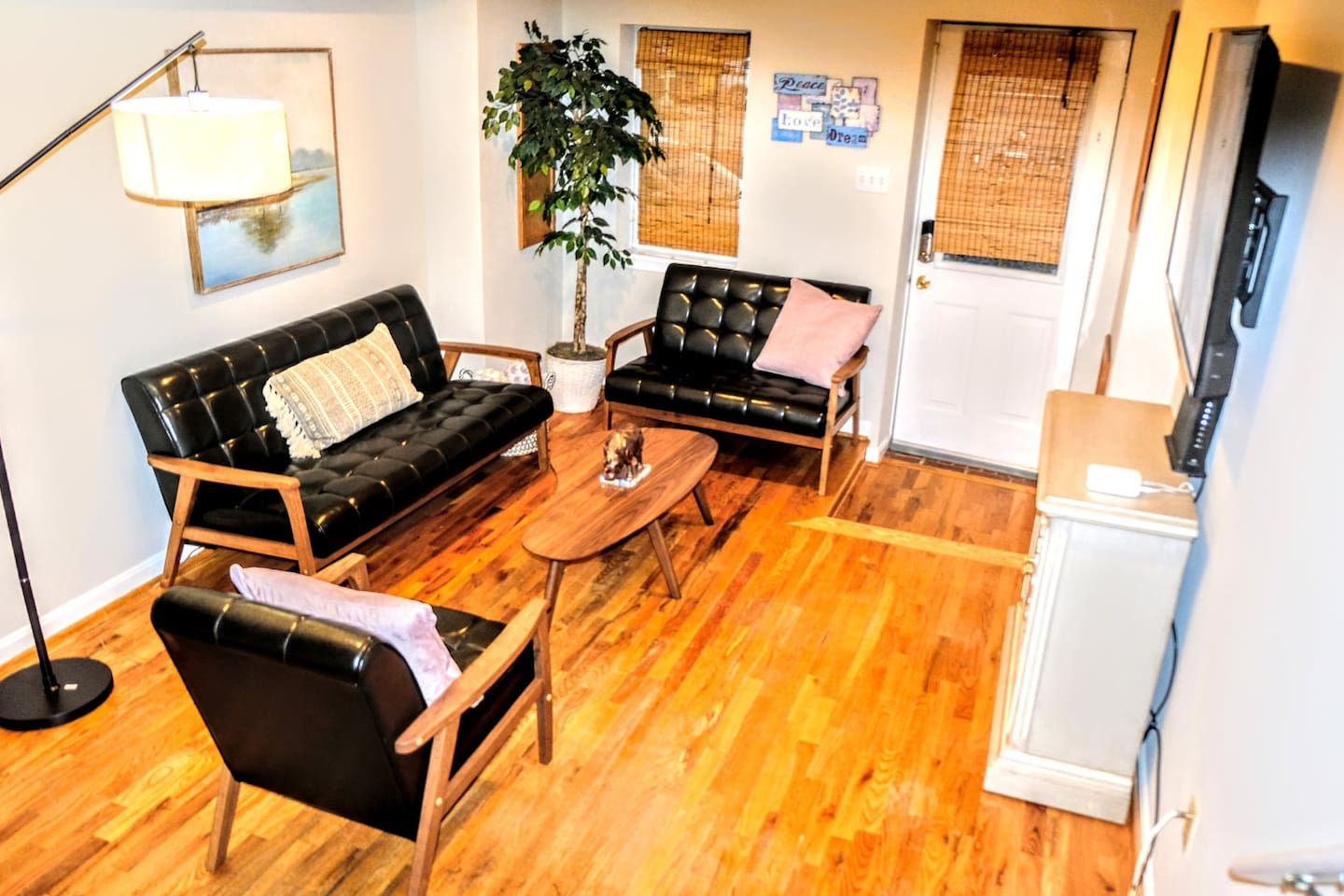 Welcome to Federal Hill here in Baltimore! Come enjoy and relax at this home before or after discovering this city and its attractions!