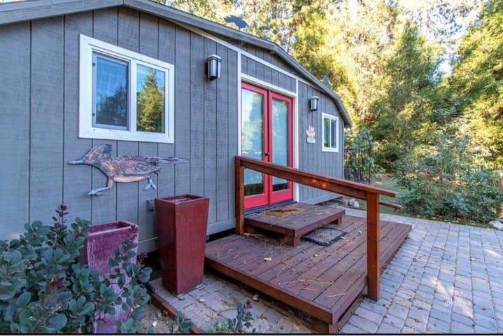 Charming Cabin in Idyllic Idyllwild!