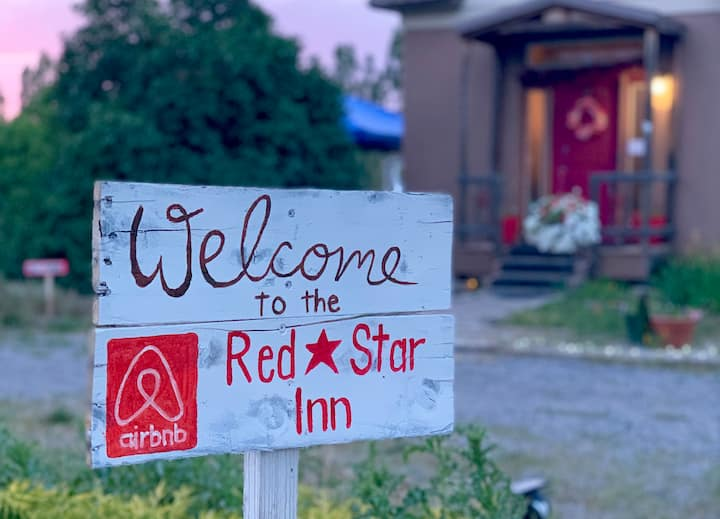Red Star Inn, Room 1 (of 2) - Wanderlust Room