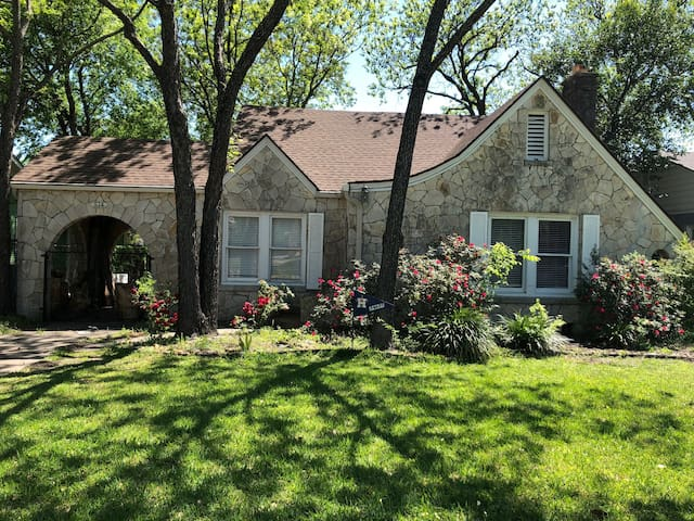 One bedroom w a cottage feel in San Antone!