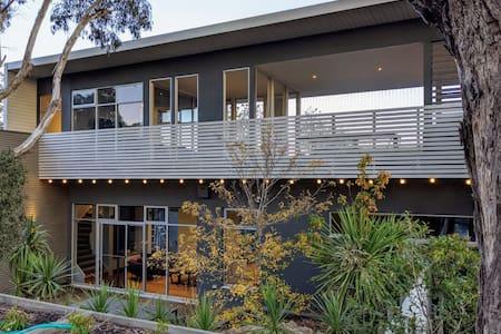 ARCHITECT designed home in Metung 'DUYFKEN'