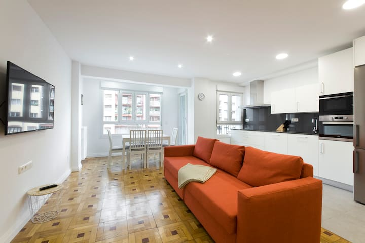 New apartment, 5 min downtown, with free parking