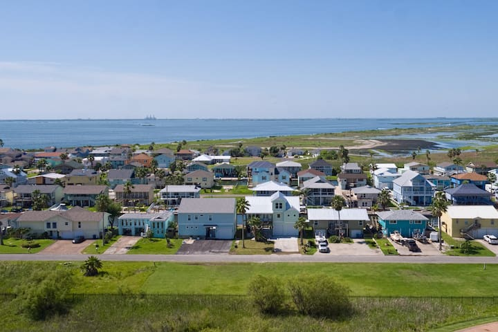 Your rental is situated on the canal leading into Redfish Bay.