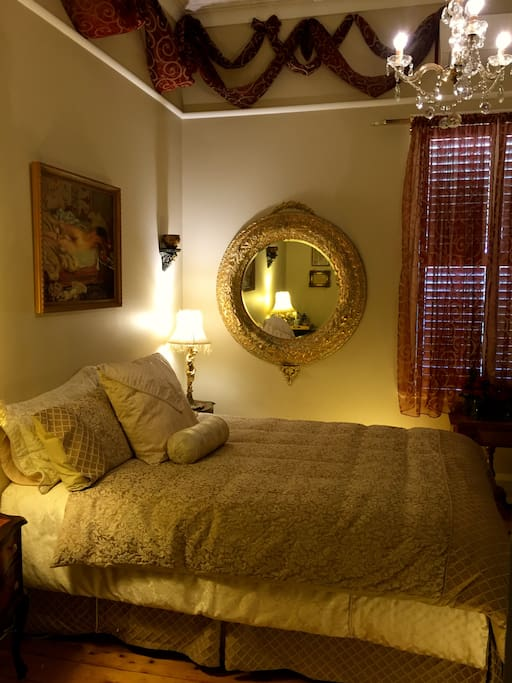 'Goldenray Guesthouse' - Le Boudoir Bedroom Apartment (Queen Sized Luxury Bed)