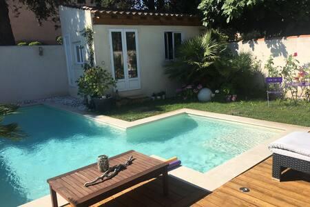 Studio Marseille, proche Calanques, au calme..