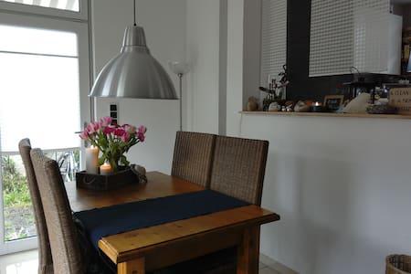 Ruhiges Zimmer + Garten/ Single room + garden - Fráncfort del Meno - Casa