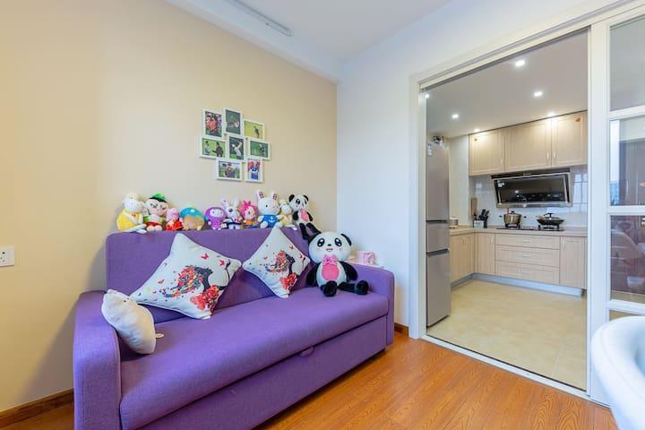 【近地铁站】近西湖/火车站/一居室带客厅/高层河景房