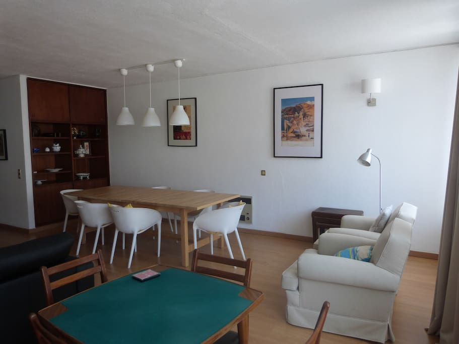 Ampla sala de estar