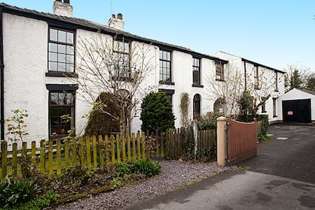 Mulberry Cottage & The Dairy 4 bed  - Poulton-le-Fylde