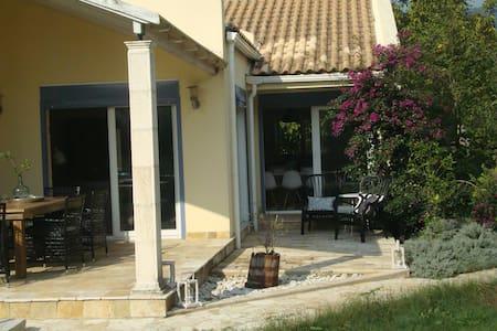 Great family friendly villa in Corfu - Kato Korakiana - 一軒家