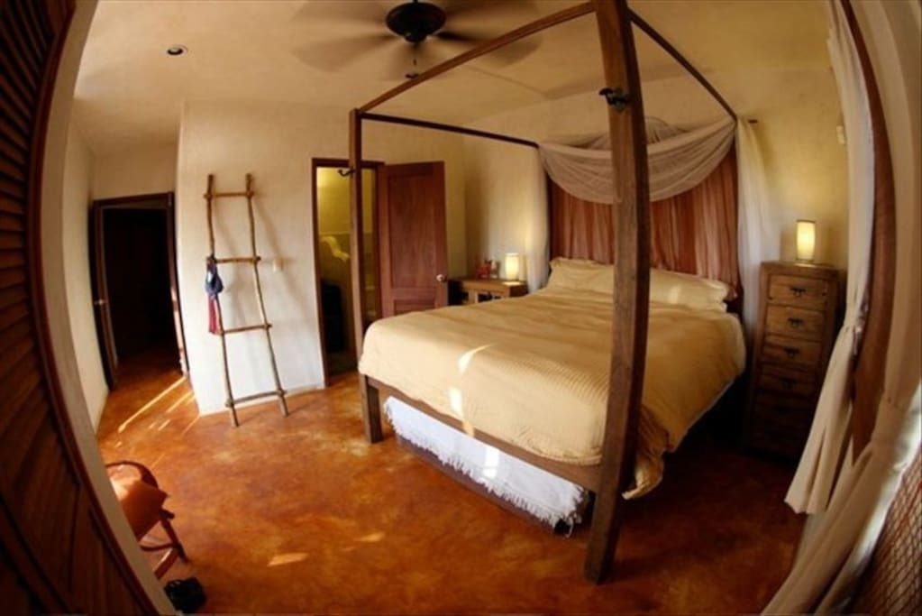Large Bedroom Ensuite with King Bed/full bath