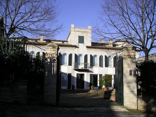 Charming Villa on the hill - Corridonia - Huvila