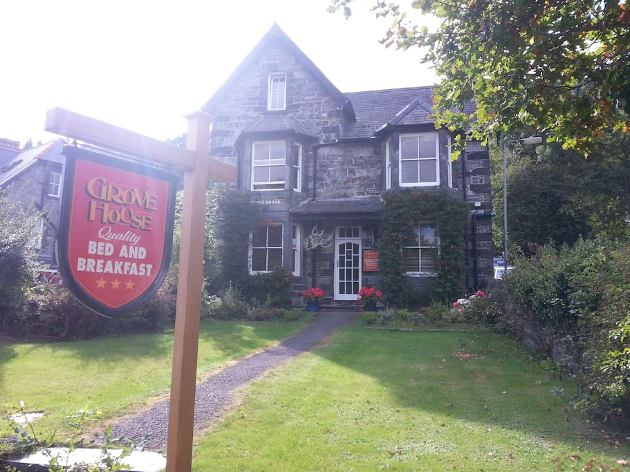 Grove House - quietly close to the centre of Betws-y-Coed.