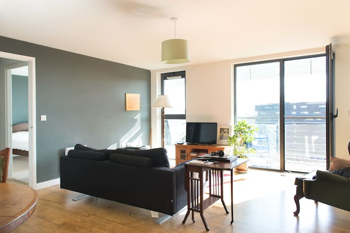 Stunning modern 2BD apartment with balcony