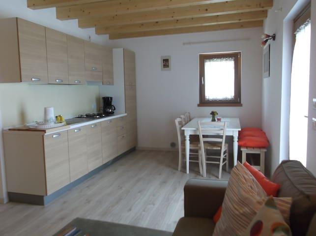 Appartamento vivi il giardino - SORICO - Lägenhet