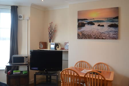 Pen Apartment (ground floor) - Dover - Apartment