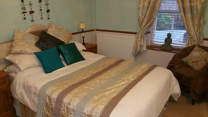 Elsi - King bed with en-suite