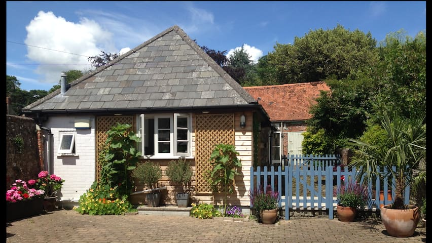 Stunning Converted Coach House  - Shaftesbury - Dom