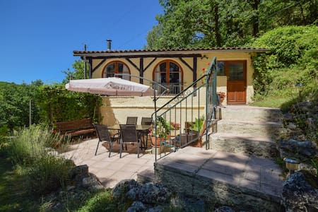 Cosy house with spectacular views and private pool.