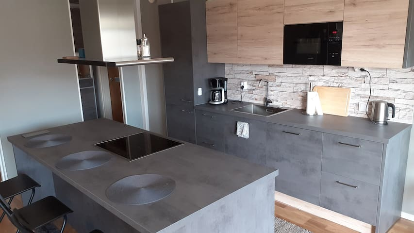 Modern Apartment in the Centre (Free Parking&WiFi)