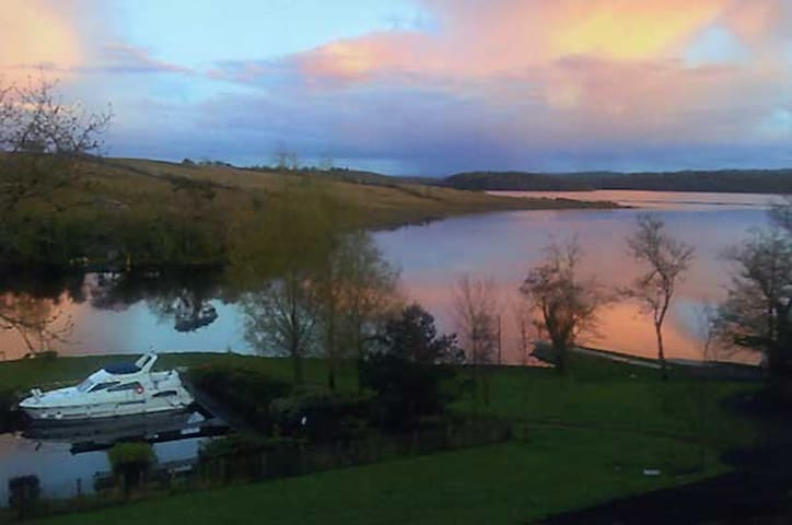 luxury accommodation by the lakes sleeps 7