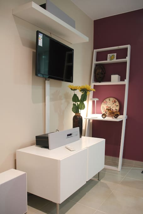 Wireless Home Theatre system and WiFi TV  with extra HDMI cable provided