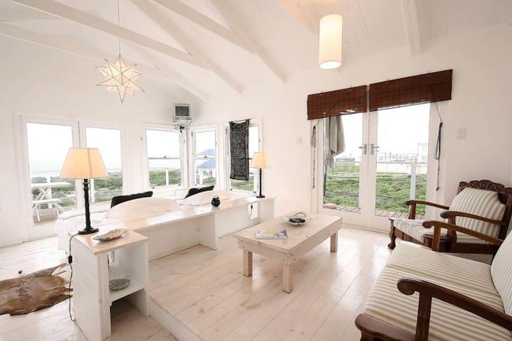 Bedroom 5 (cottage, first floor).