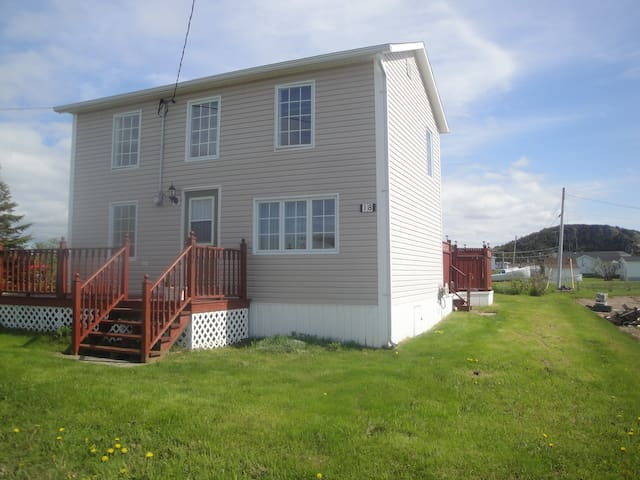 Pink House - A Family Vacation Home - Twillingate - Casa
