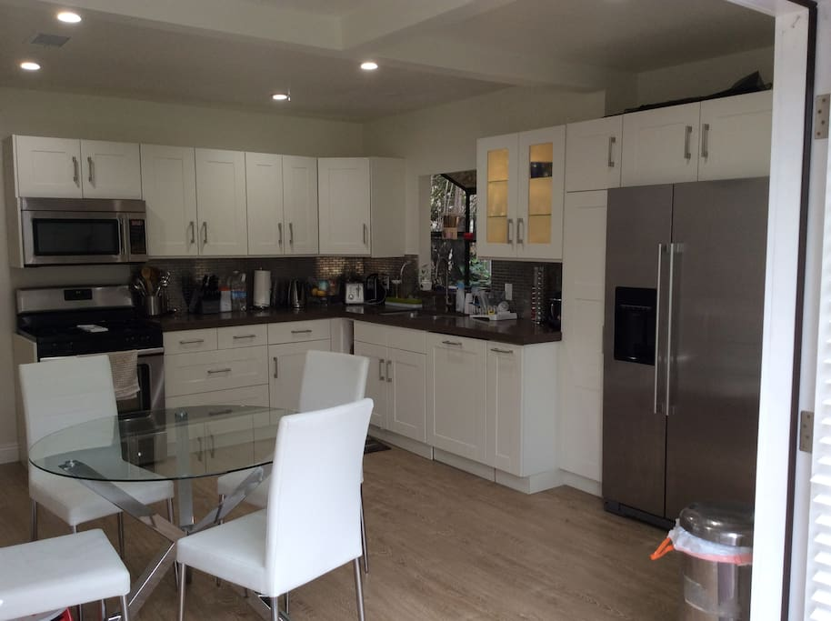 Brand New Modern Kitchen/ Breakfast Area