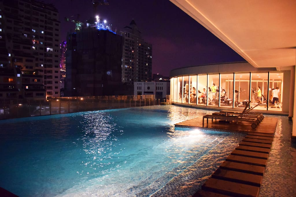 Swimming Pool at night (Opened 7am - 10 pm everyday)
