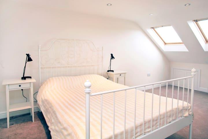 3 bedroom, 3 bathroom house London - London - Rumah