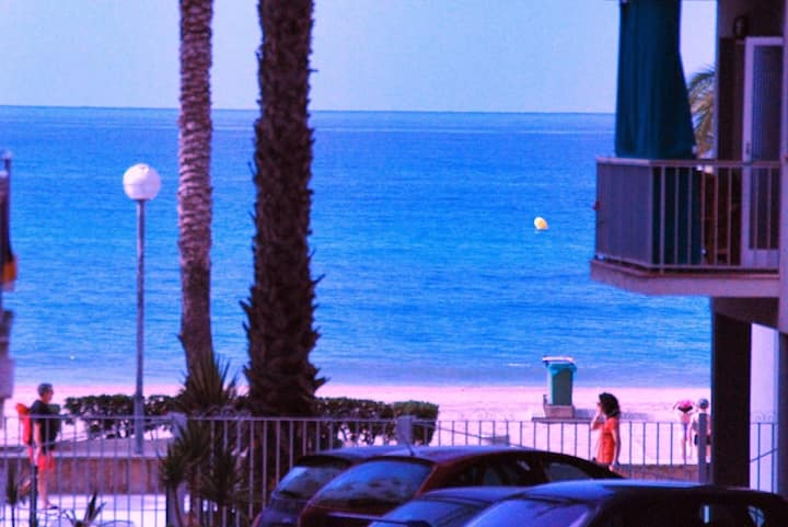 Oceanfront, 2-5 pers, close Barcelona, air/con