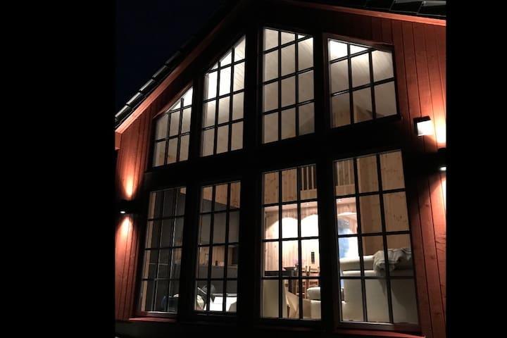 Cabin by Mjøsa, Lillehammer and Sjusjøen.