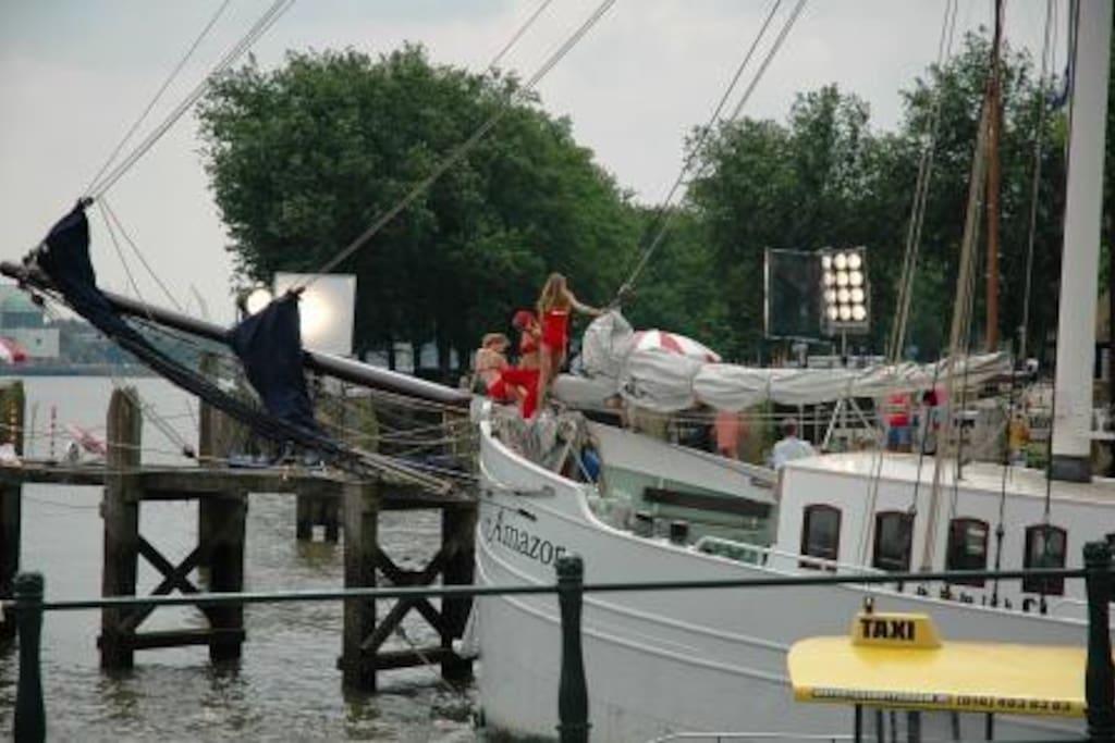 De Amazone in afgemeerd in Rotterdam.