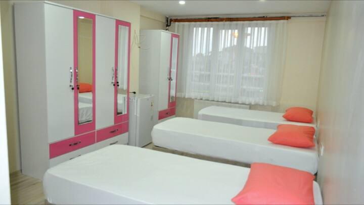 Bakırköy Elit Kız Yurdu Banyolu 4 Kişilik Oda