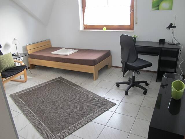 Zimmer mit eigener Toilette - Villingen-Schwenningen - Wohnung
